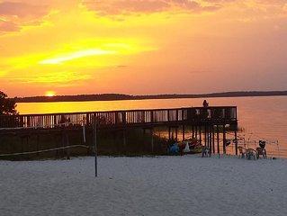 EATON BEACH 0N LAKE WEIR, PRIVATE BEACH/RAMP, 15 MINUTES TO VILLAGE