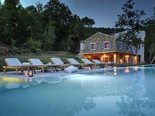 Luxury Villa - Wellness with 25 m Infinity Pool, Quiet Location