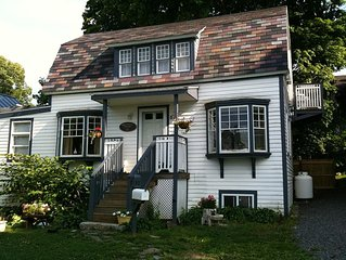 'Thankful Cottage' is a charming, romantic hideaway near the Harbor.