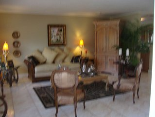 Lovely Bright Home w/ Pool! Minutes from the Beach!!