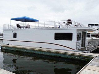 Houseboat Scorpius: Amazing Waterfront Views from Your Own Floating Home!