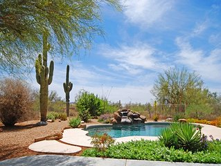 Picturesque SW Desert Living, Private Pool, Hot Tub & Cruiser Bicycles