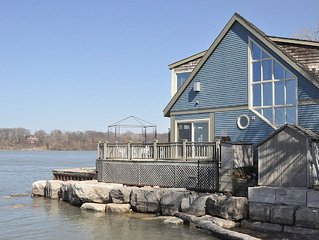 Water front, Private, Luxury, Romantic Sunsets, Pool, Close To Centre And Shaw.