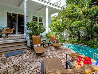 E1LUXURY 4 bed 3 bath home with pool and dockage, central & close to everything!