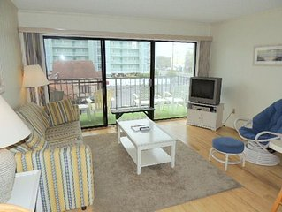 Nicely decorated one bedroom, 1.5 bath condo on the oceanblock at the Shore lea