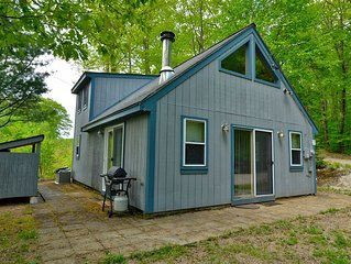 Welcoming 2 Bedroom 1 Bath House, Minutes from North Conway and 5 Area Beaches!