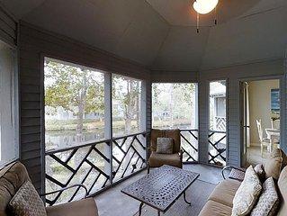 Lovely 2nd Floor 2 Bedroom Villa with Lagoon Views, Short Walk to Beach