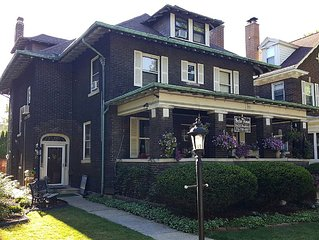 4 bedroom 5 bathrom Historic Victorian Home, 10 minutes walk to the Falls