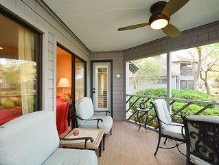 Beautiful 3 Bedroom Villa with Screened Porch and Lagoon Views