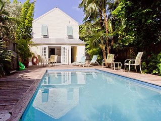JASMINE PLACE -Private Old Town Pool Home
