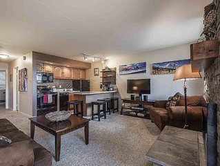Updated Condo! Ideal 1BR/1BA Unit, Sleeps 4, Clubhouse Pool & Hot Tub, Walk to