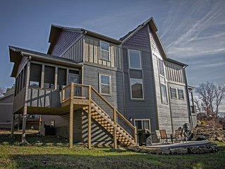 Plum Tree Lodge-7 Bdrm in Branson Canyon!! 4300 SqFt, 10 Smart TV's & Theater Rm