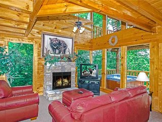 Romantic Secluded Mountain Scenes of Wears Valley with a Private Hot Tub and Ga