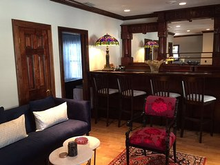 Designer Carriage House in Historic Neighborhood - Walk to Water and Downtown
