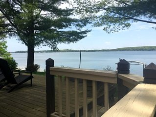 Otsego Lake cottage - WIFI-Cable TV! Washer & dryer!