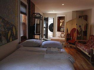 Stylish Historic Restored Brownstone loft style accomodation