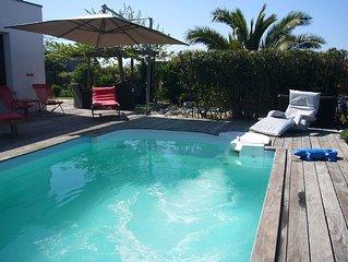 Villa d'architecte de 250 m2 avec piscine chauffee.