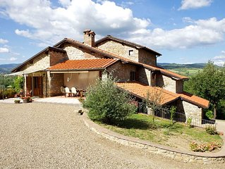Villa in Borgo Alla Collina with 4 bedrooms sleeps 10