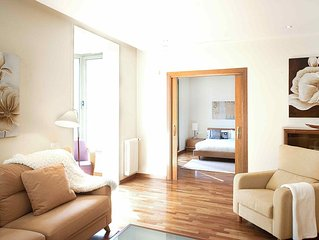 Comfortable apartment with direct view on the Plaza Catalunya - B341 - Three Be