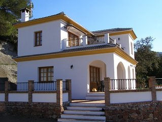 Private Country Villa with Heated Swimming Pool. WiFi. Close to Comares & Malaga