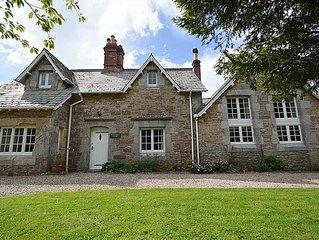 Family and dog friendly 5 bedroom cottage in Churston village, near Brixham
