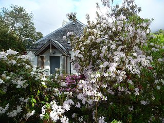 Cosy Garden Cottage For Two Close To The Sea And With Views Of Ben Nevis