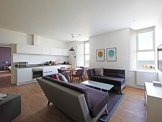 Luxurious 1 bed apartment with private bathroom, kitchen and dining facilities