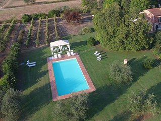 Villa Niccolai: Charming Tuscan Villa with Luxury Private Pool & Shading Park