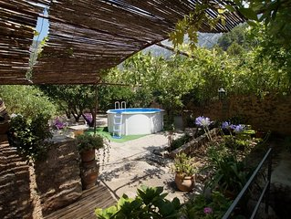 Beautiful mallorcan house, A/C, internet Wi-Fi , sunny garden and splash pool