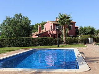 Lovely 3 bed villa with wifi & access to 3 pools on Hacienda del Alamo