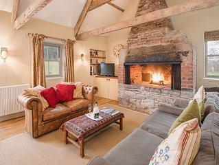 THE SMITHY, Crookham - Idyllic Cottage for a Relaxed Cosy Break, sleeps 2