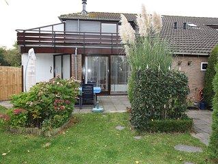 Zonnige vakantiewoning nabij Grevelingenmeer met omheinde tuin + ruim terras.