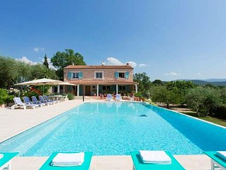 Villa with private pool (14m x 7m), 5 bedrooms,  jacuzzi, wifi, garden