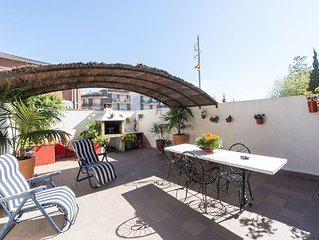 • Apartment Family house in the centre of the village. Close to all the shops,