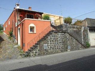 Casa tipica nel paradiso del Parco dell'Etna ...a pochi km dalle mete turistiche