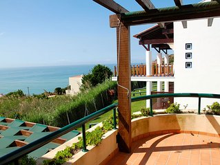 Superb 4-bedroom sea-view property in Sao Martinho Do Porto. License 11550 / AL