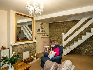 Pretty little cottage in Bruton with FREE parking, FREE WiFi & Welcome Hamper!