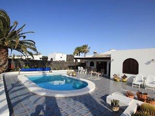Prachtige vrijstaande villa,100 % privacy en uitzicht op zee.