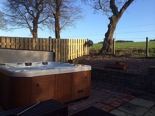 Lodge With Private Hottub,  Sky Tv ,dvd, Wifi,  Veiws To Mabie Forrest