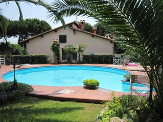 VILLA PRIVATA, PISCINA  E CAMPO DA TENNIS, WI-FI, A/C, PET FRIENDLY