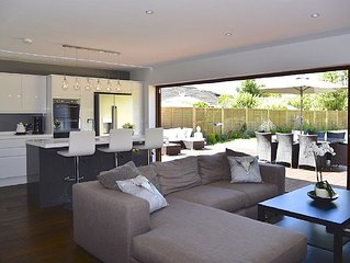 Luxury modern house in the heart of the New Forest & close to the beach