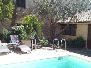 Near Avignon and its festival, house with garden and pool