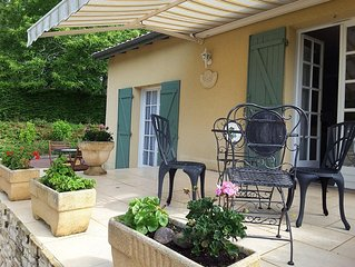 Cottage, Pool, Large Gardens, Vineyards, peaceful, Family & Pet Friendly
