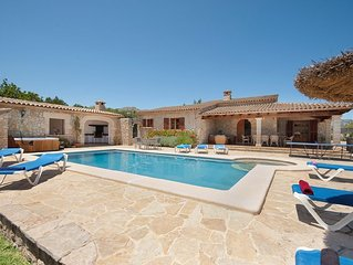Ca l'Apostol Nou, Villa with a swimming pool