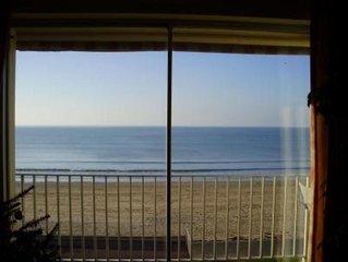 Appartement face a la mer devant une longue plage de sable fin