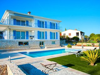 225-m2 villa on the Golf of Juan by Cannes, with a superb sea view
