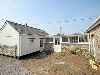 Pet friendly comfort for 2 people in stone annexe in a small friendly village