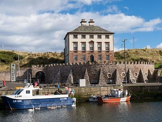 MERCHANT'S HOUSE - A Lavish Smuggler's Haunt!, sleeps 8, Harbour & Sea Views