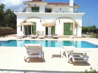 Beautiful villa,Private Pool,Prime Location,stunning views,free internet