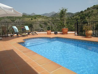 Townhouse med privat pool och fantastisk utsikt över berg och hav